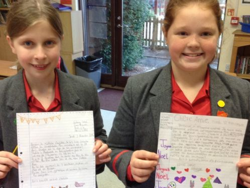 Year 6 prepare letters for their new French pen pals