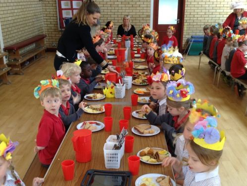 Year 1 enjoy a celebratory picnic lunch