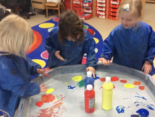 Preschool have fun mixing colours
