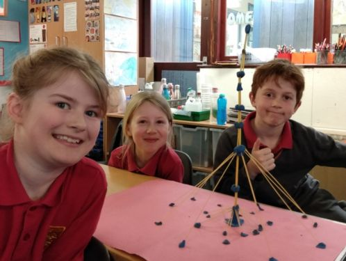 Year 4 design earthquake resistant spaghetti structures!