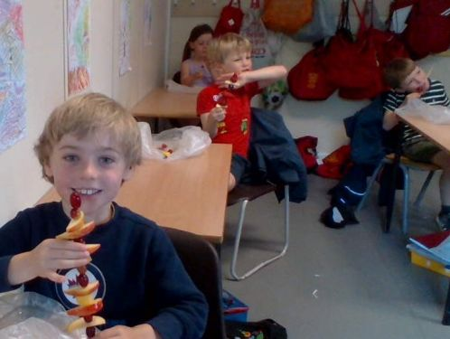 Year 1 make delicious fruit skewers