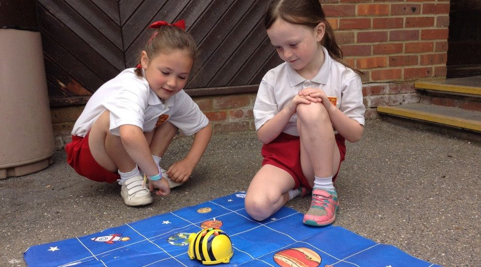 Year 1 have fun with beebots