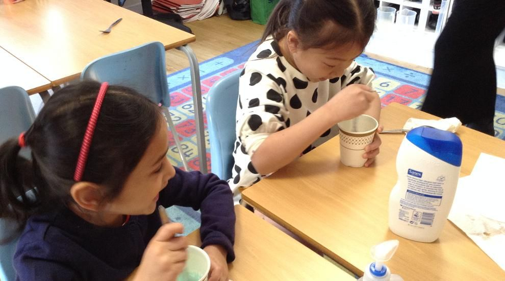 Year 2 children have a 'bubbly' time in Science