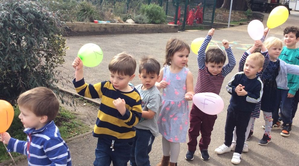 Preschool children explore 'similarities' and 'differences'