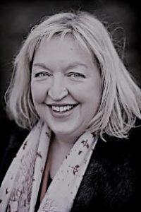 Mrs Suzanne Kemp